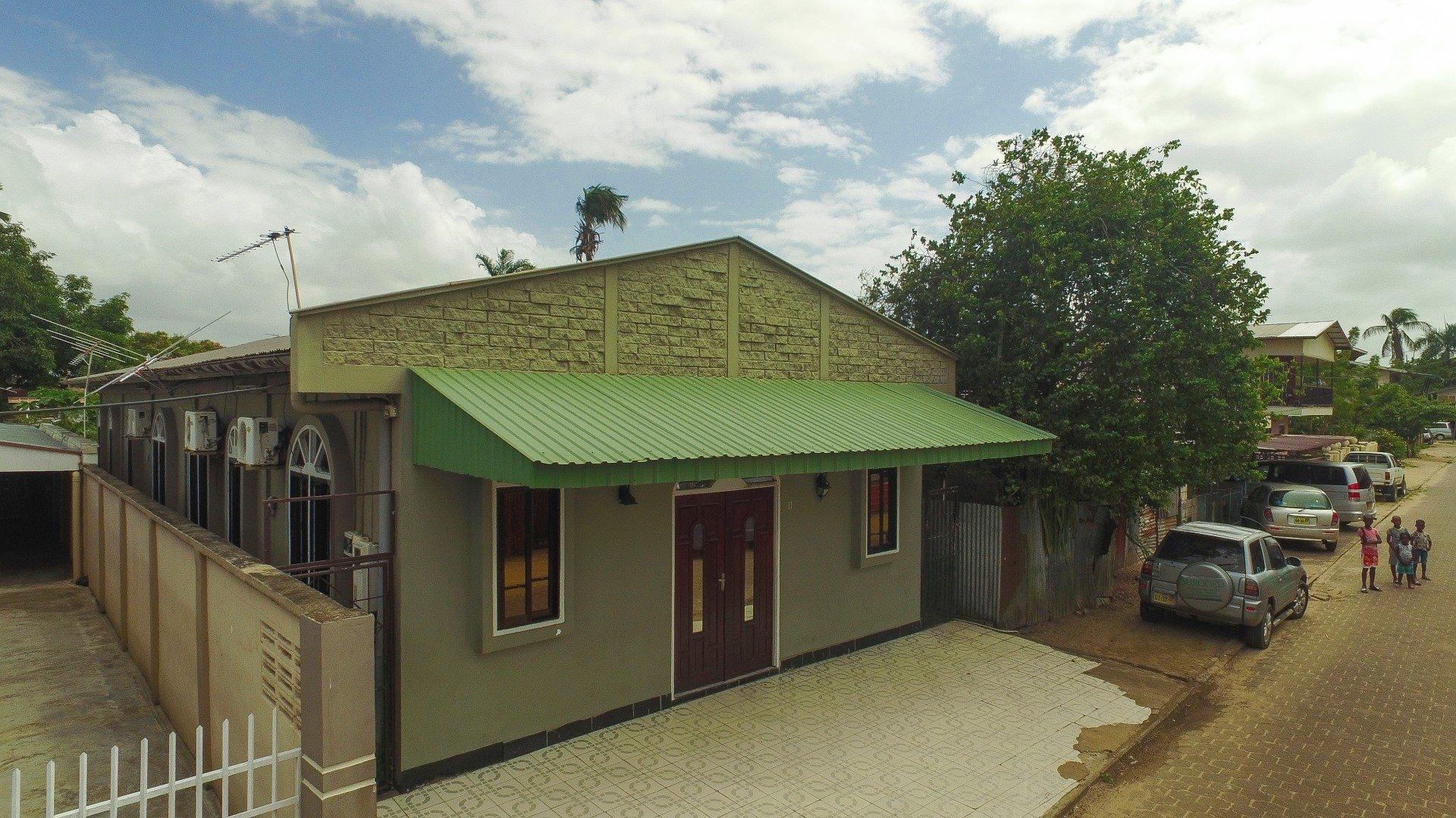 Tonkastraat 11 - Pand met drie appartementen - Surgoed Makelaardij NV - Paramaribo, Suriname
