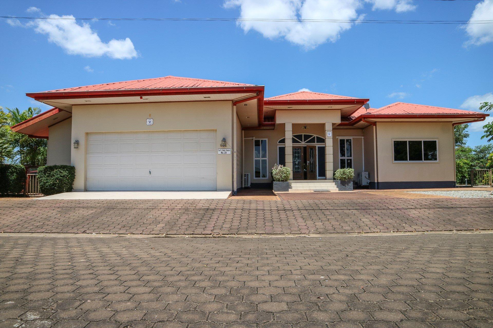Palm Village 29 - Prachtige woning langs het water. - Surgoed Makelaardij NV - Paramaribo, Suriname