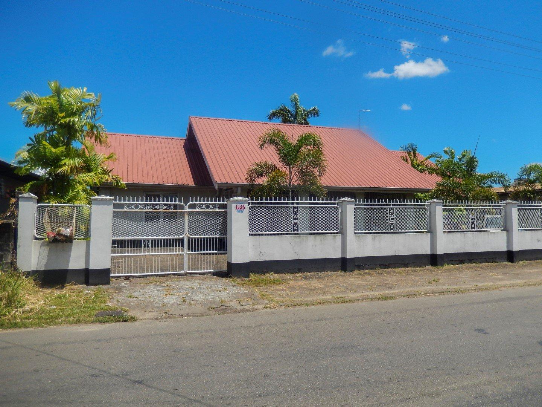 Flamboyantstraat 4 - Gemeubileerde studio voor een redelijke all-in-prijs. - Surgoed Makelaardij NV - Paramaribo, Suriname