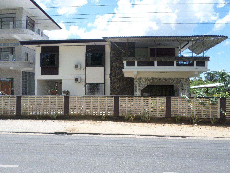 Henry Fernandesweg 43a - Hoogbouwwoning op een ruim perceel van ca. 1028m² - Surgoed Makelaardij NV - Paramaribo, Suriname