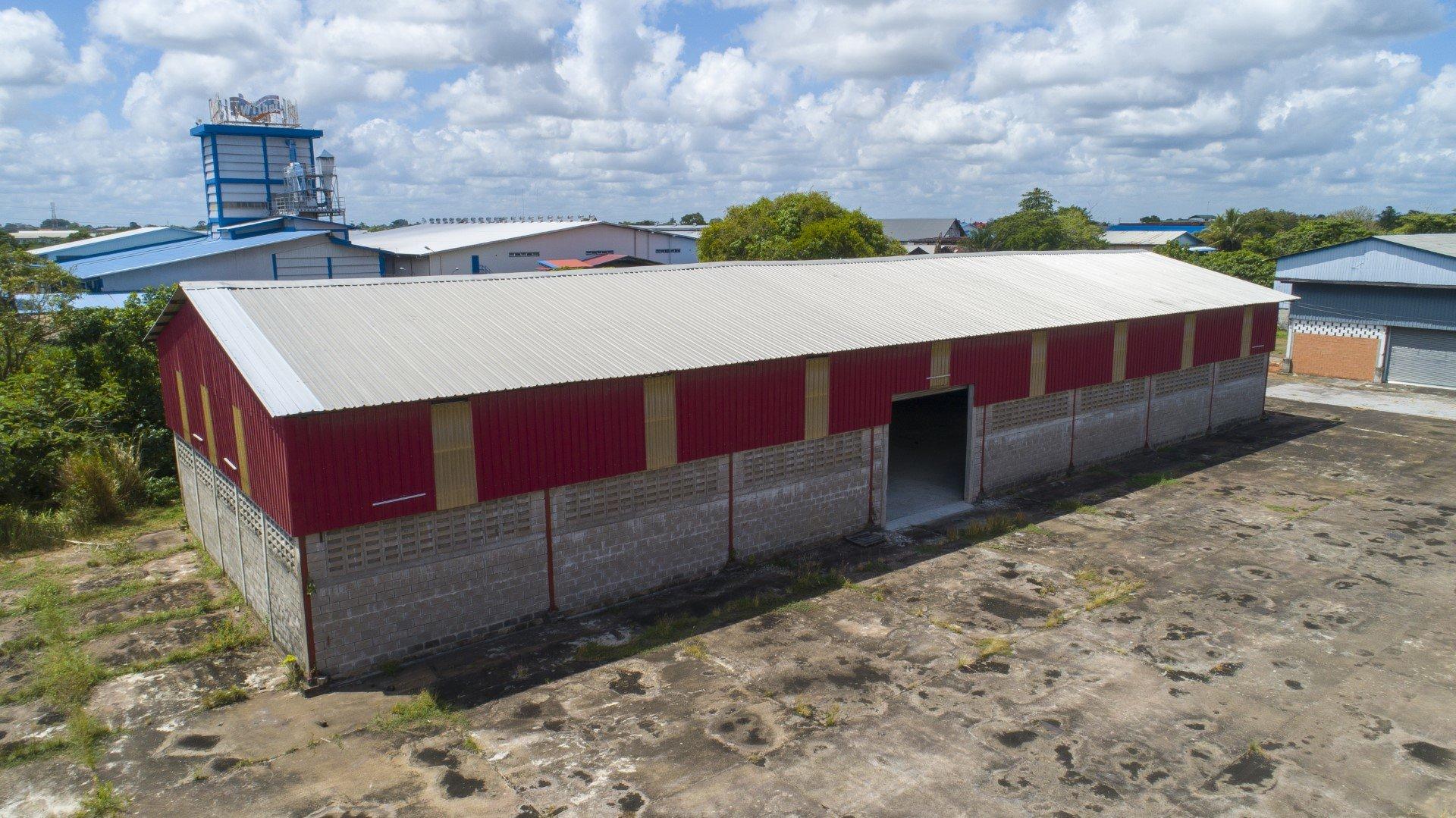 Industrieweg Noord 31 - Top loods met kantoor in industriële en gemakkelijke bereikbare omgeving. - Surgoed Makelaardij NV - Paramaribo, Suriname