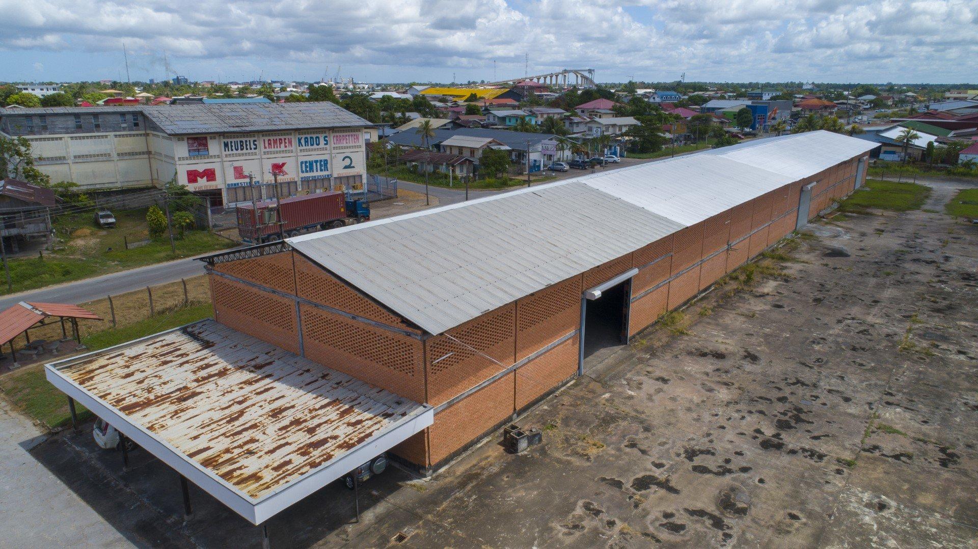 Industrieweg Noord 33 - Loods geschikt voor grote bulkopslag, nabij de haven. - Surgoed Makelaardij NV - Paramaribo, Suriname