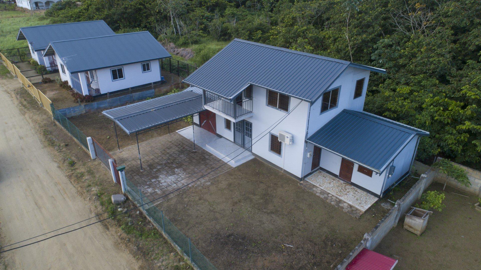 Henkie Spalburgweg 62 - Wonen in een rustige natuurrijke omgeving te Sophia's Lust, dicht bij de Derde Rijweg. - Surgoed Makelaardij NV - Paramaribo, Suriname