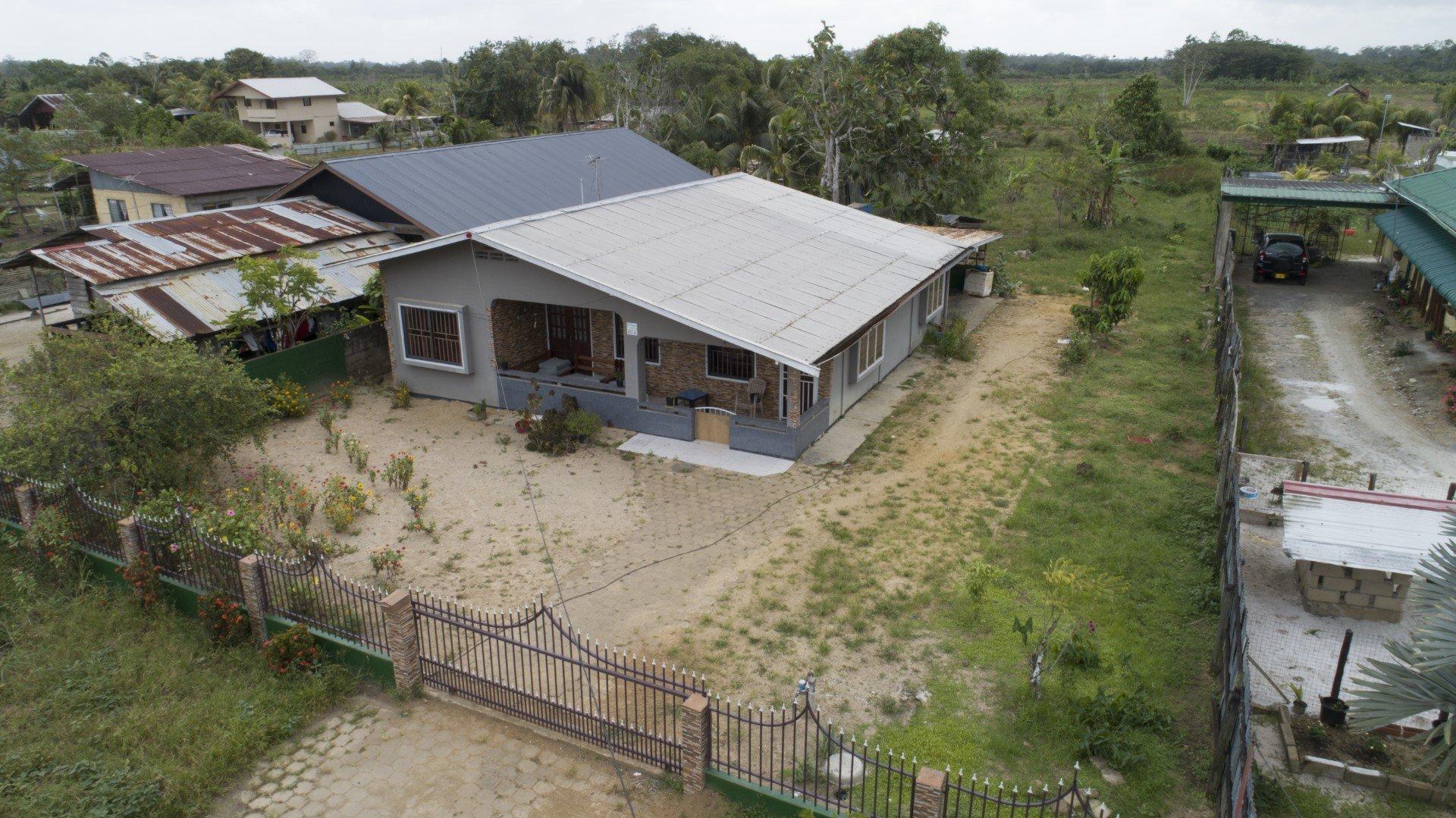 Chandisawweg 331a Uitvlugt Paramaribo Surgoed Makelaardij NV W0640B3 22 300x169 - Chandiesawweg 331a