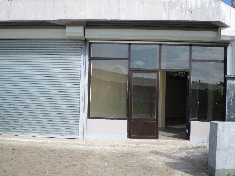 Welgelegenstraat 36 - Bedrijfslocatie geschikt voor o.a. een kinderdagverblijf, kapsalon, kantoorruimte, opslagruimte, winkel - Surgoed Makelaardij NV - Paramaribo, Suriname