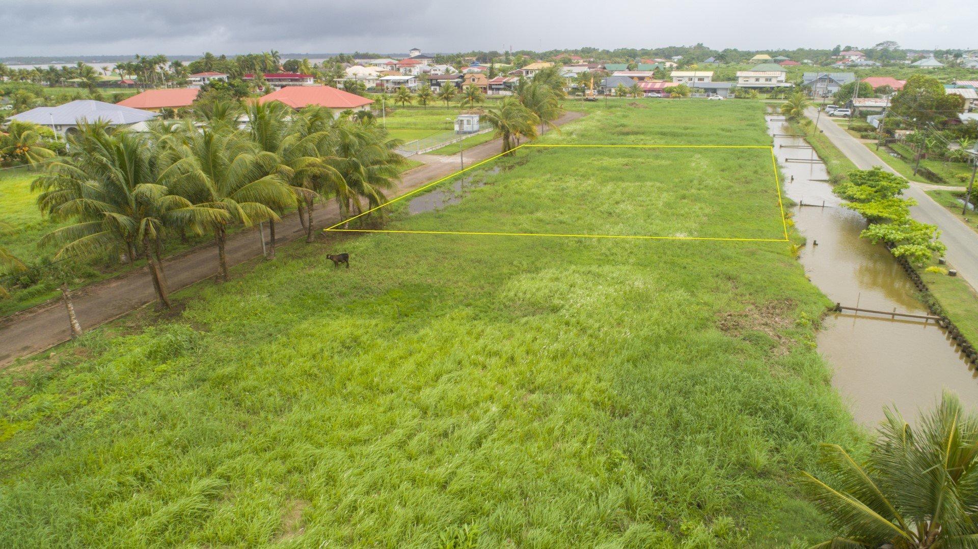 Eusieweg 4 - Zeer fraai gelegen villakavel gelegen aan de Eusieweg langs de Anton Dragtenweg. - Surgoed Makelaardij NV - Paramaribo, Suriname