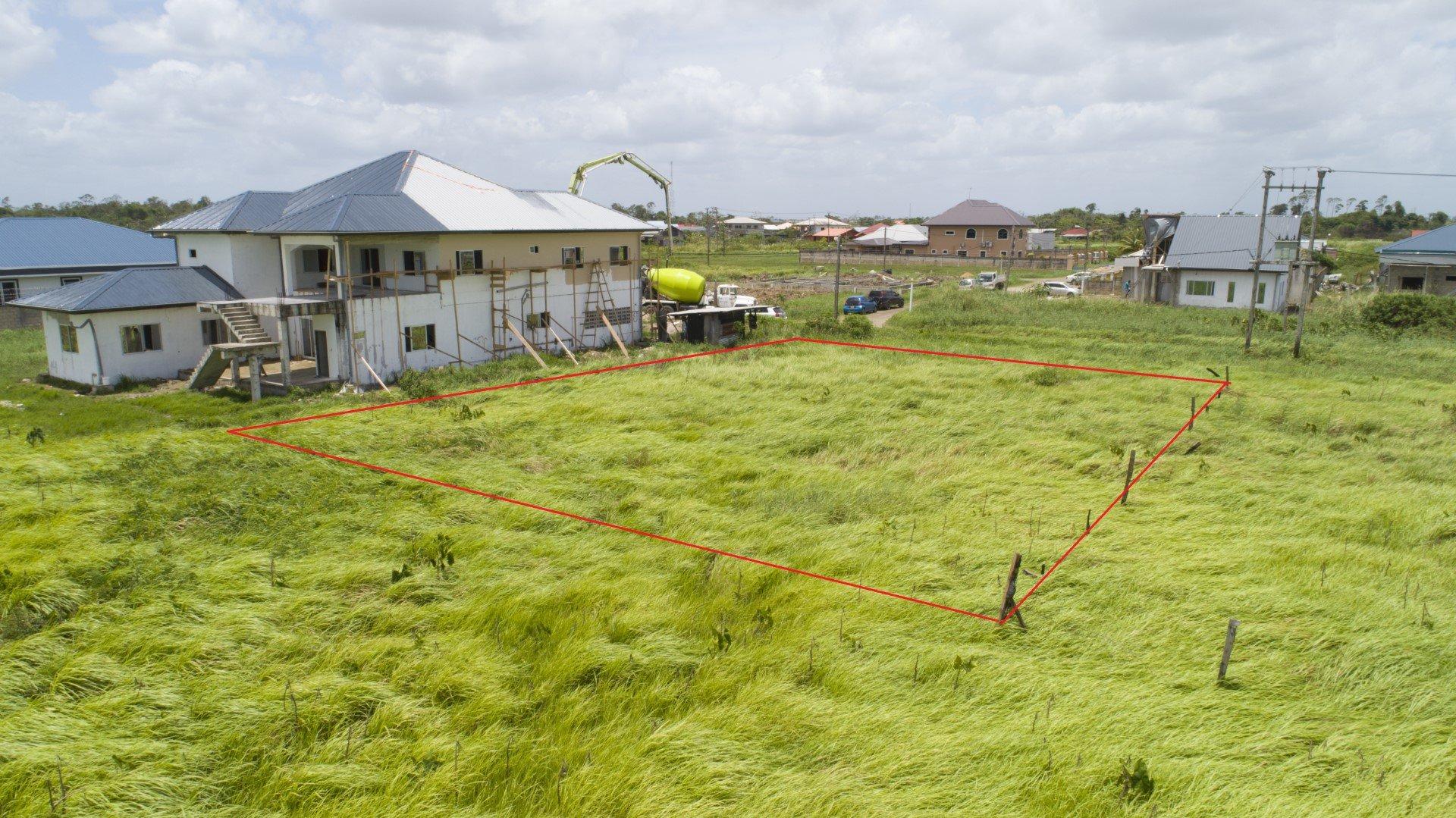 Surivillage 641 - Ruime bouwkavel te Surivillage, gelegen op een locatie met een wijd uitzicht achter het terrein met veel flora en fauna. - Surgoed Makelaardij NV - Paramaribo, Suriname