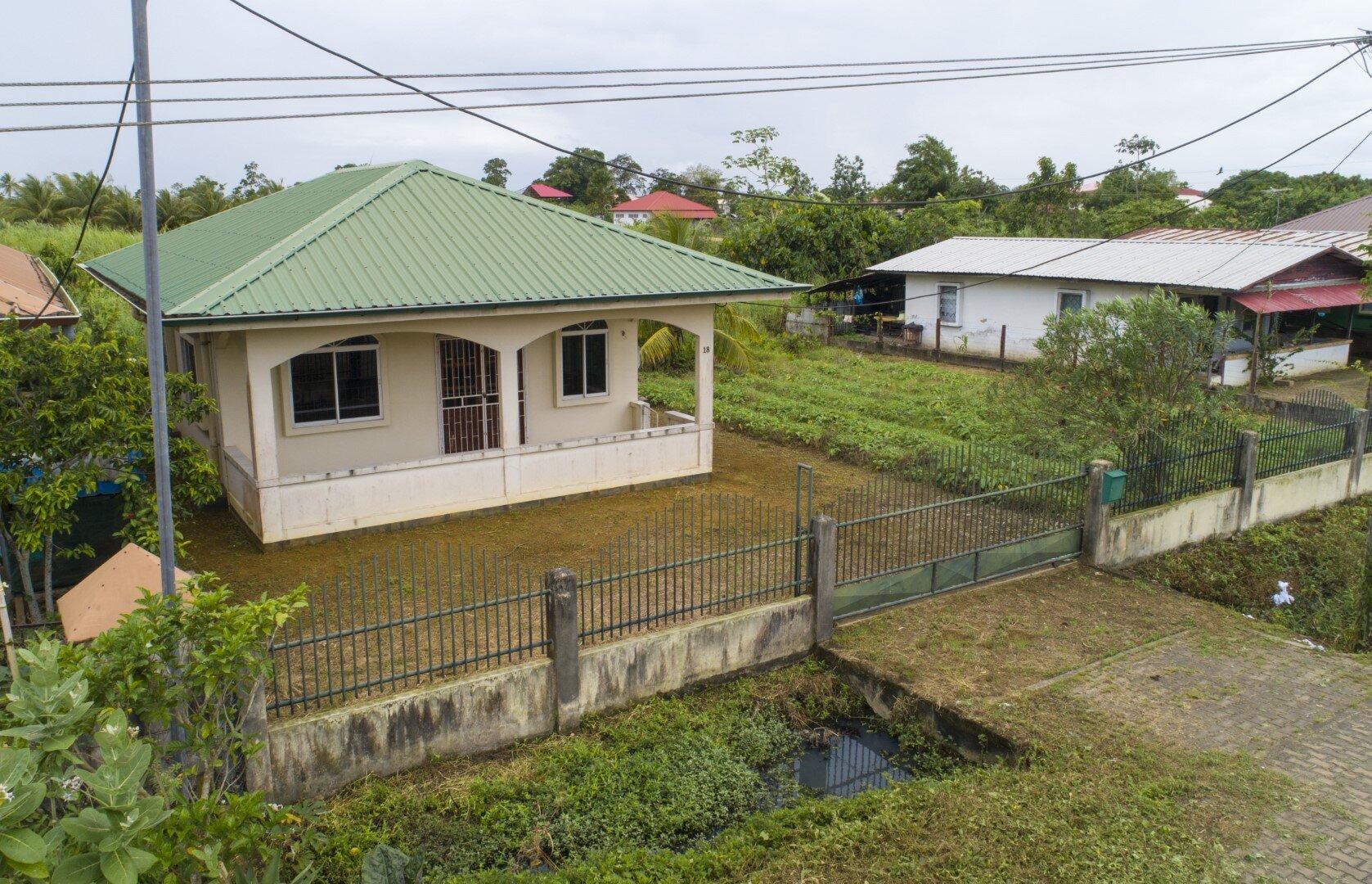 Napoleonstraat 17+18 - Deze leuke eengezinswoning in een rustige omgeving staat nu te koop! - Surgoed Makelaardij NV - Paramaribo, Suriname