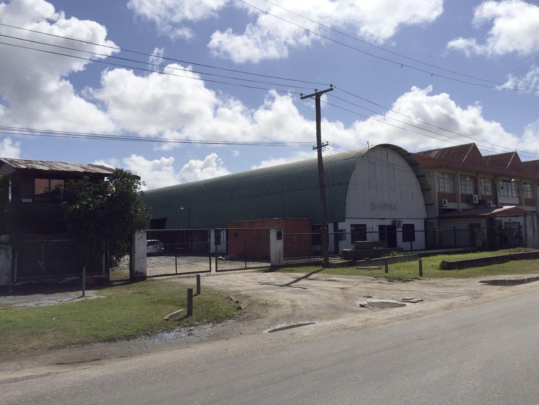 Industrieweg Zuid 18 Beekhuizen Paramaribo Surgoed Makelaardij NV Zakenpand H0317B6 1 300x169 - Industrieweg Zuid 18
