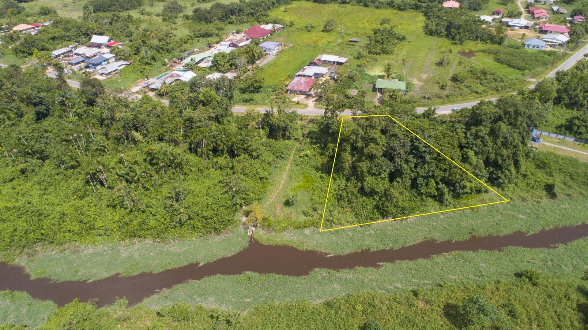 Sir Winston Churchillweg Perceel 12 - Wonen aan het water, in een groene omgeving en toch dichtbij Paramaribo! - Surgoed Makelaardij NV - Paramaribo, Suriname