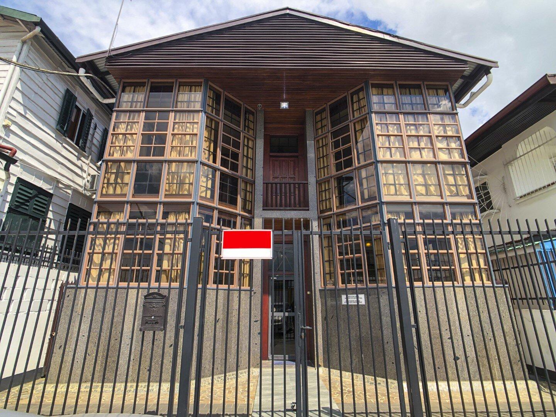 Prins Hendrikstraat 6 - Kantoorpand met genoeg kantoorruimtes in het Centrum van Paramaribo - Surgoed Makelaardij NV - Paramaribo, Suriname