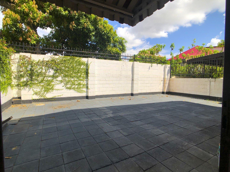 Prins Hendrikstraat 6 Centrum Paramaribo Surgoed Makelaardij NV Huurpand H0321B6 11 - Prins Hendrikstraat 6