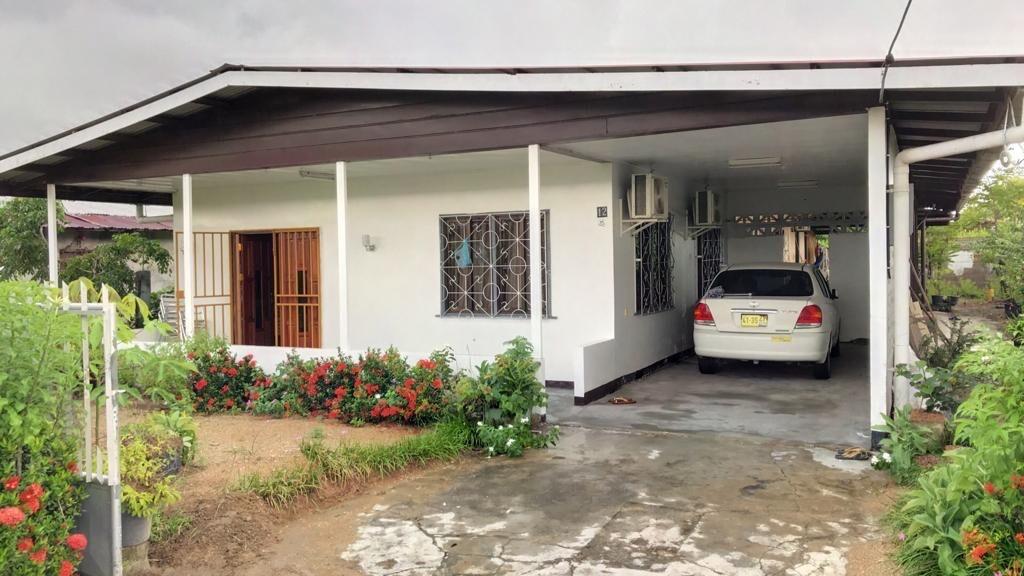 Calciumstraat 12 Uitvlugt Paramaribo Surgoed Makelaardij NV Huurwoning H0283B6 1 300x169 - Calciumstraat 12