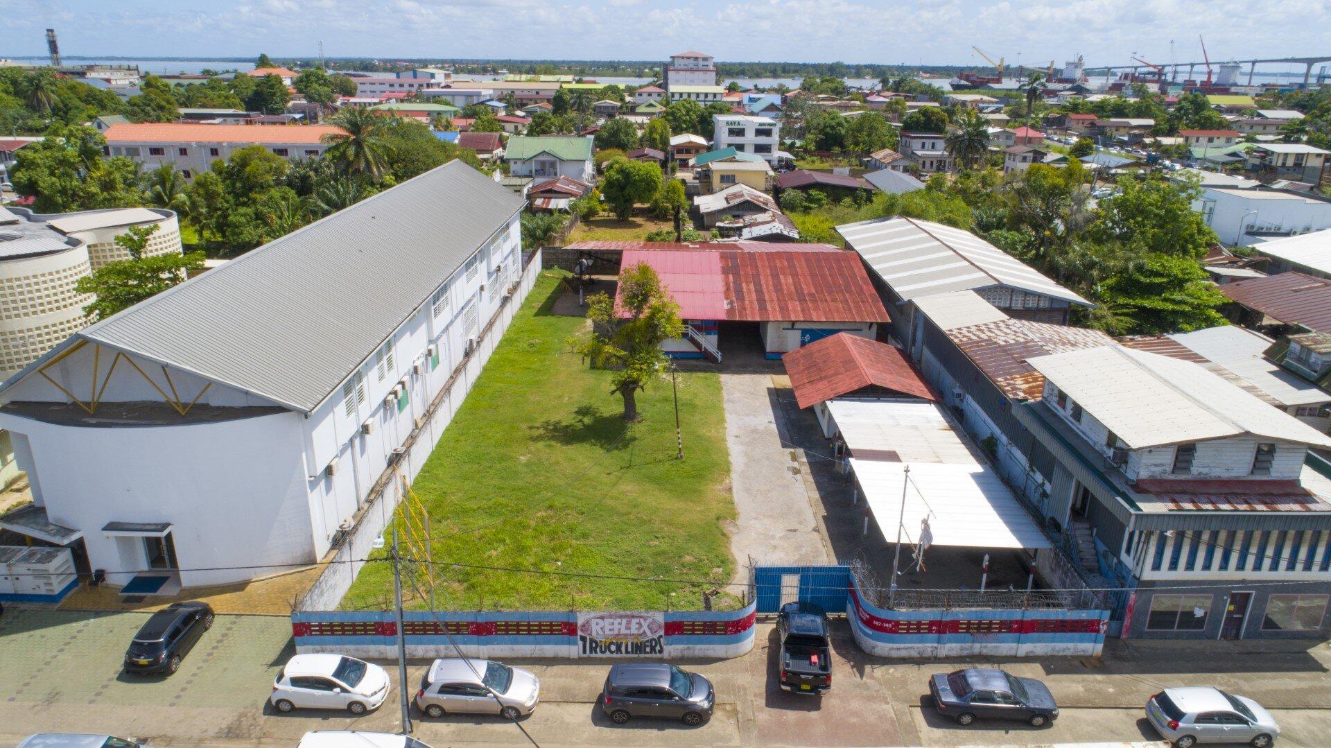 Frederik Derbystraat 147-149 - Werkplek in gemakkelijk bereikbare omgeving - Surgoed Makelaardij NV - Paramaribo, Suriname