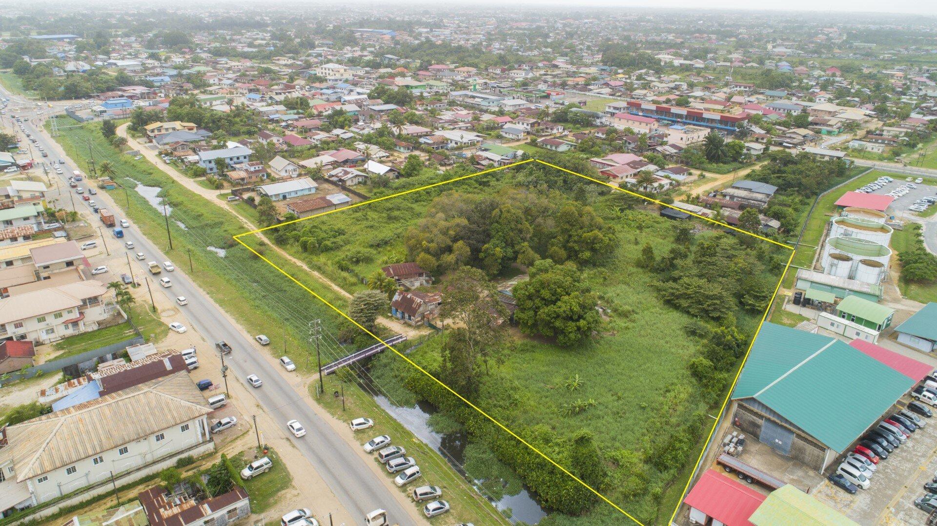 Indira Gandhiweg 153a - Zakelijk terrein gelegen op een A1-locatie, net over de Saramaccadoorsteek - Surgoed Makelaardij NV - Paramaribo, Suriname