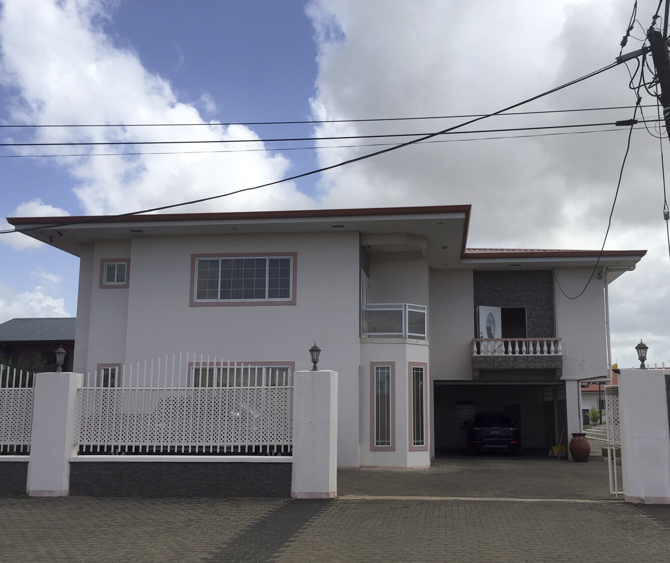 Hermitageweg 69 - Woning met vele mogelijkheden - Surgoed Makelaardij NV - Paramaribo, Suriname