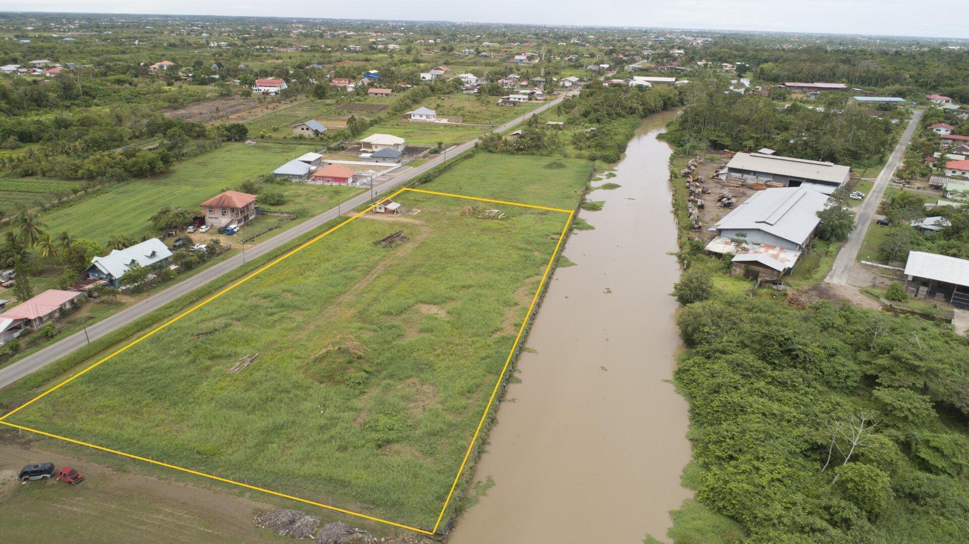 Leiding 7a perceel 104 - Commercieel terrein aan de Commissaris Weytinghweg - Surgoed Makelaardij NV - Paramaribo, Suriname
