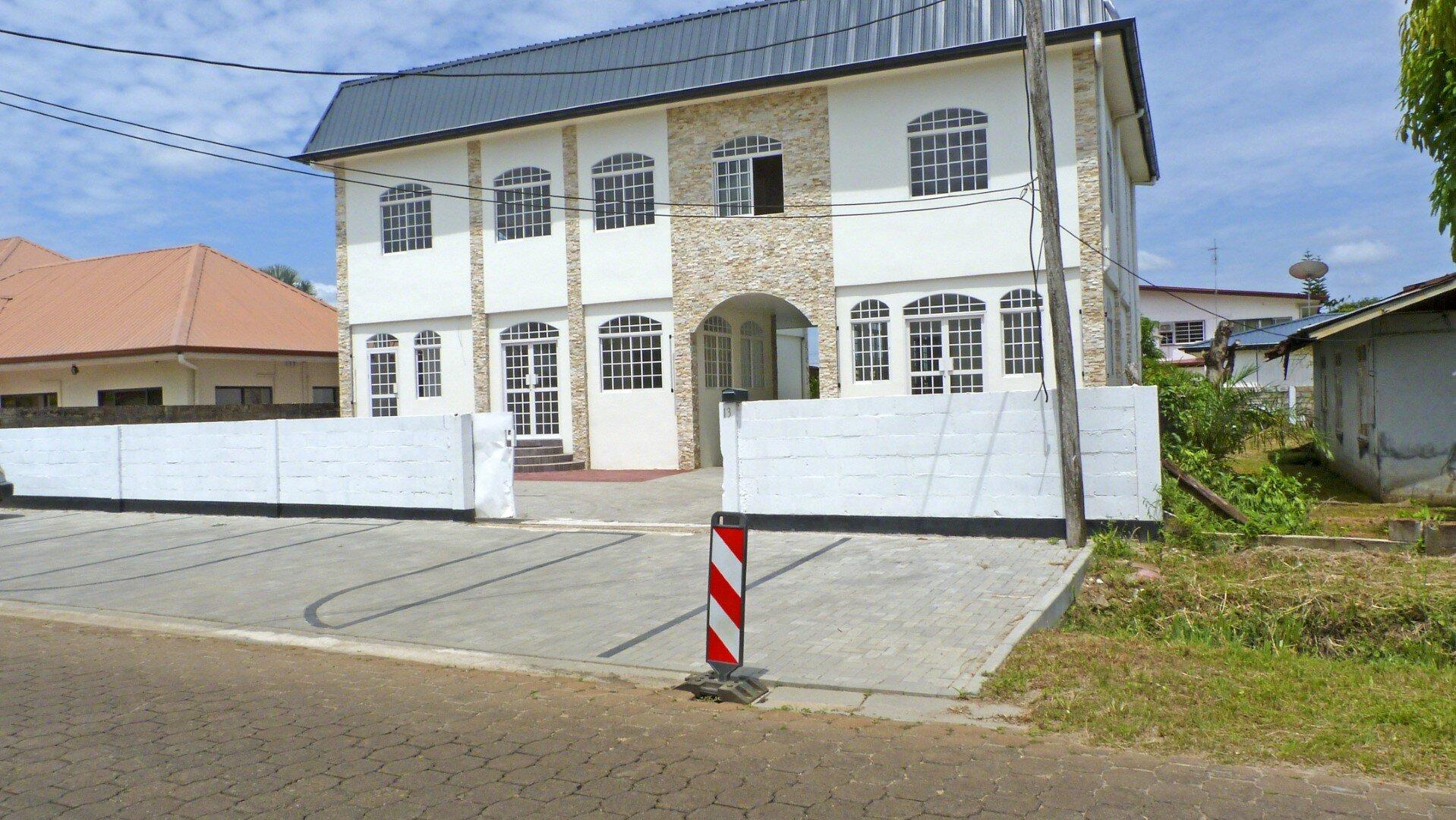 Eliselaan 13 - Luxe bedrijfspand met vele mogelijkheden te Uitvlugt - Surgoed Makelaardij NV - Paramaribo, Suriname