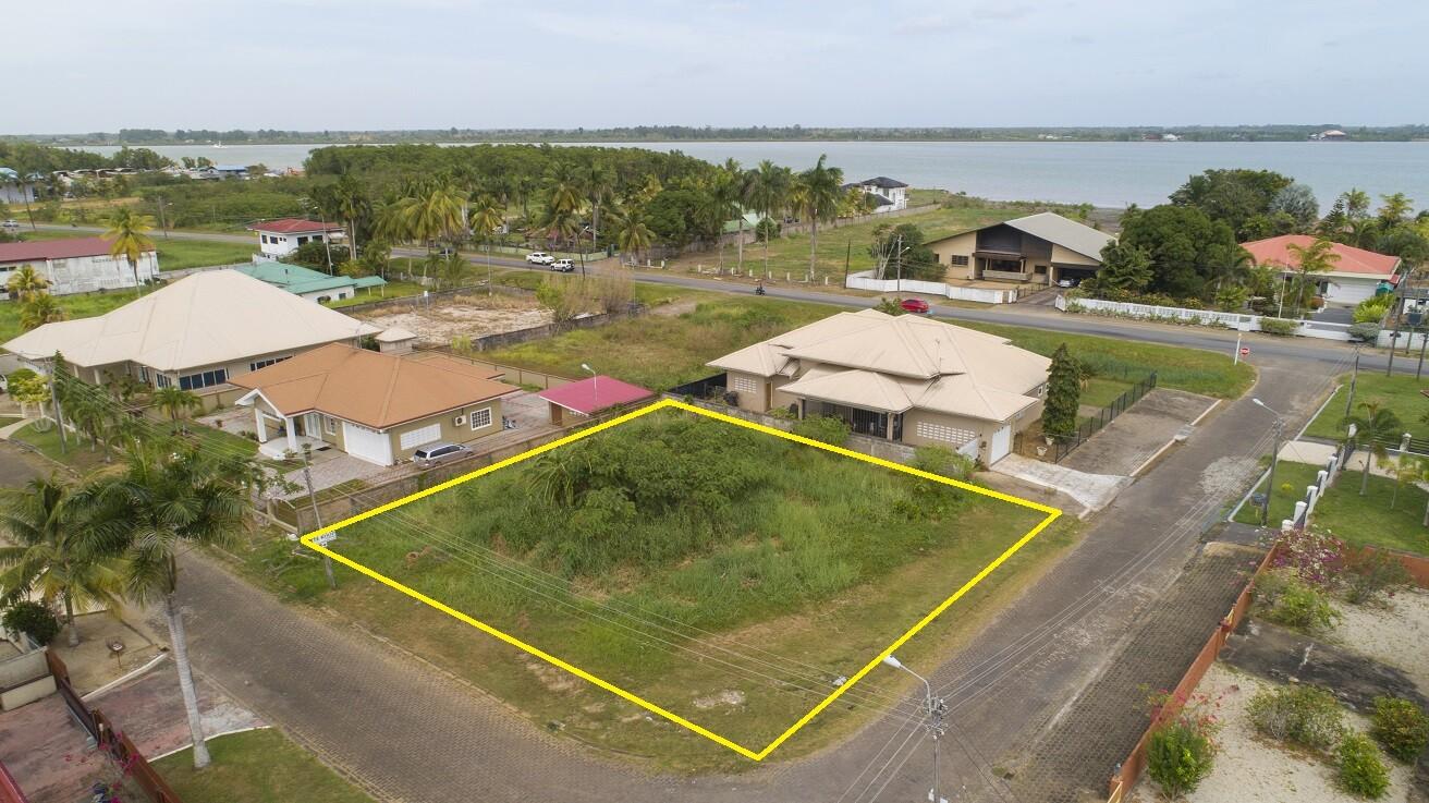 Hoek Advocaat- en Granaatappelstraat 7 - Prachtige hoekkavel nabij Anton Dragtenweg - Surgoed Makelaardij NV - Paramaribo, Suriname