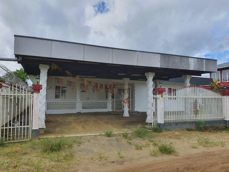 Lachminweg 21 - Stenen huurwoning voorzien van alle standaard gemakken. - Surgoed Makelaardij NV - Paramaribo, Suriname