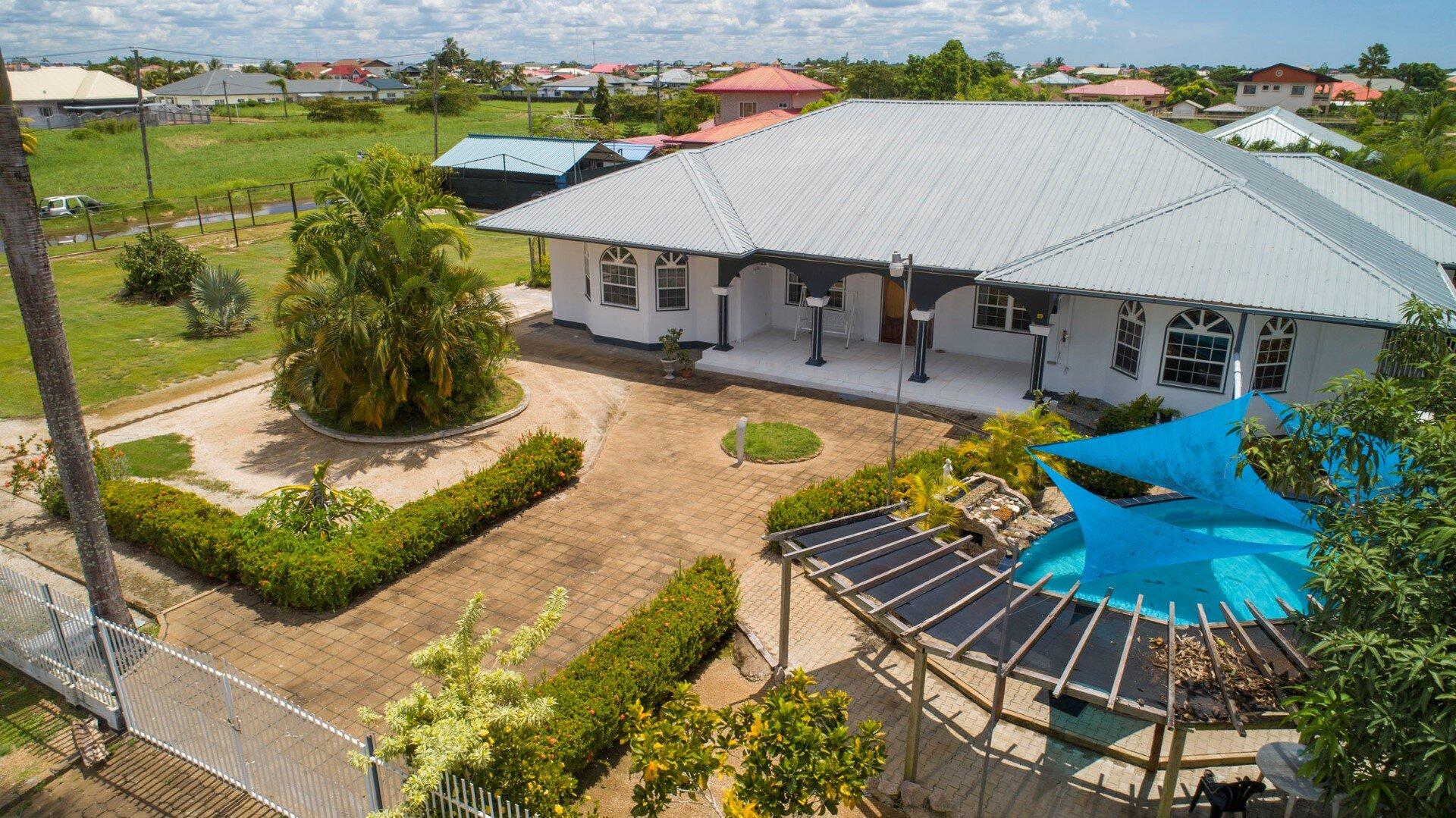Zwembad bouwen in Suriname - Surgoed Bouw & Infra - Surgoed Makelaardij NV - Paramaribo, Suriname