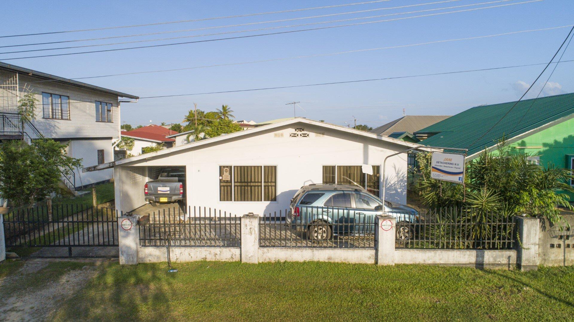 Ronaldlaan 81 - Woon-/ bedrijfspand te Uitlvugt - Surgoed Makelaardij NV - Paramaribo, Suriname