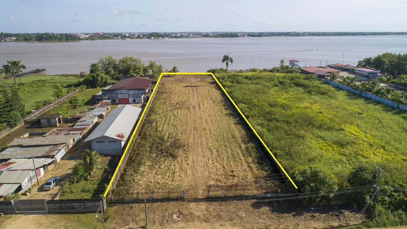 Zaagmolenweg 35 - Prachtige kavel langs de Surinamerivier - Surgoed Makelaardij NV - Paramaribo, Suriname