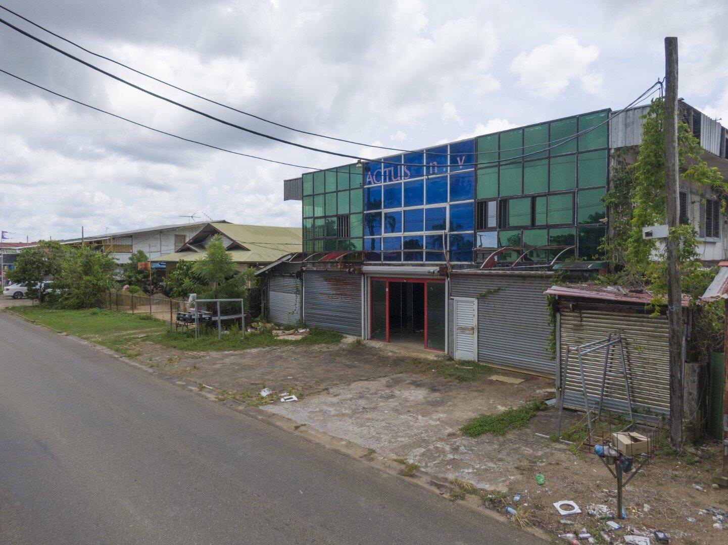 David Simonsstraat perceel 308 - Goed gelegen locatie met zakenpand te Rainville - Surgoed Makelaardij NV - Paramaribo, Suriname