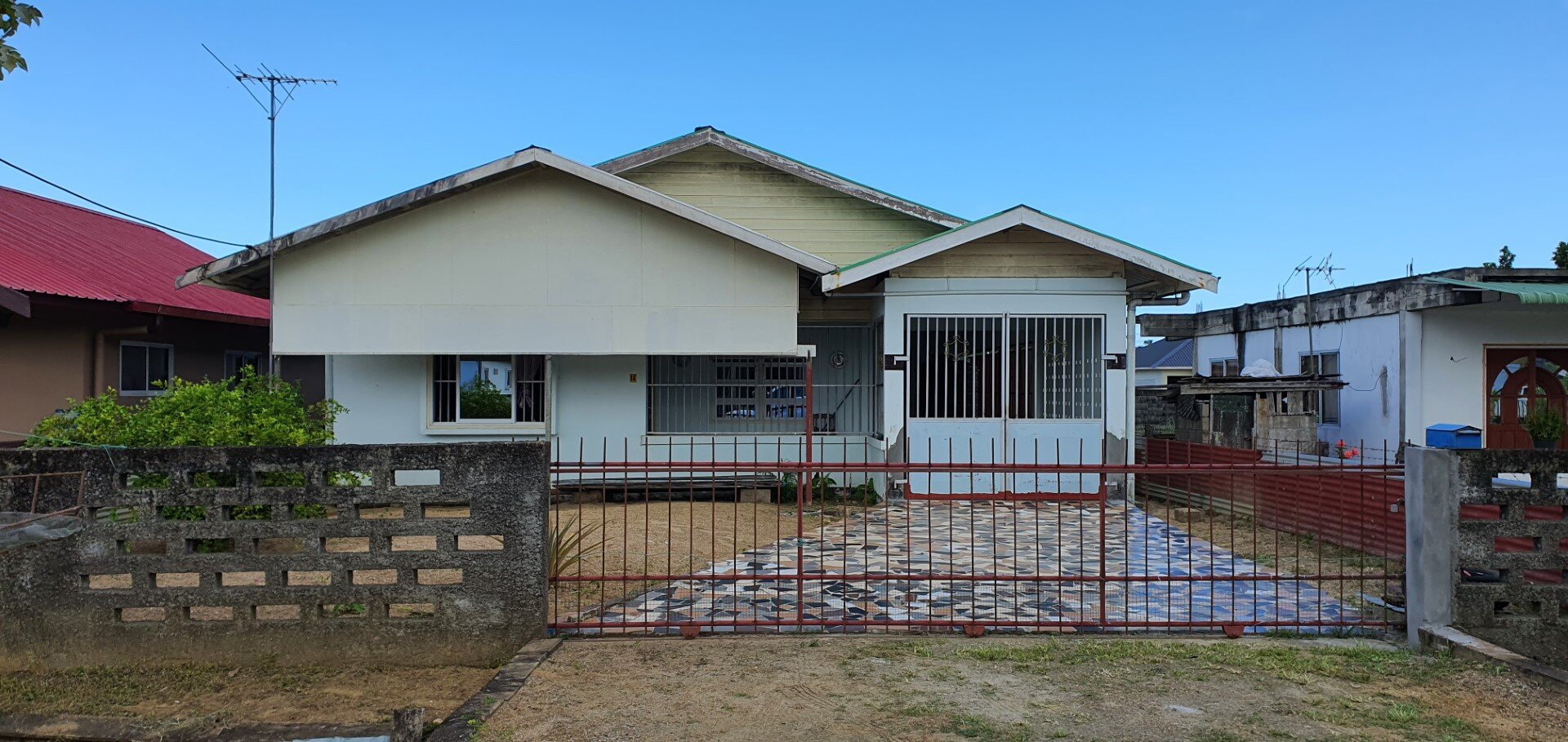 Devikastraat 14 - Standaard woning op 40 minuten afstand van de stad. - Surgoed Makelaardij NV - Paramaribo, Suriname