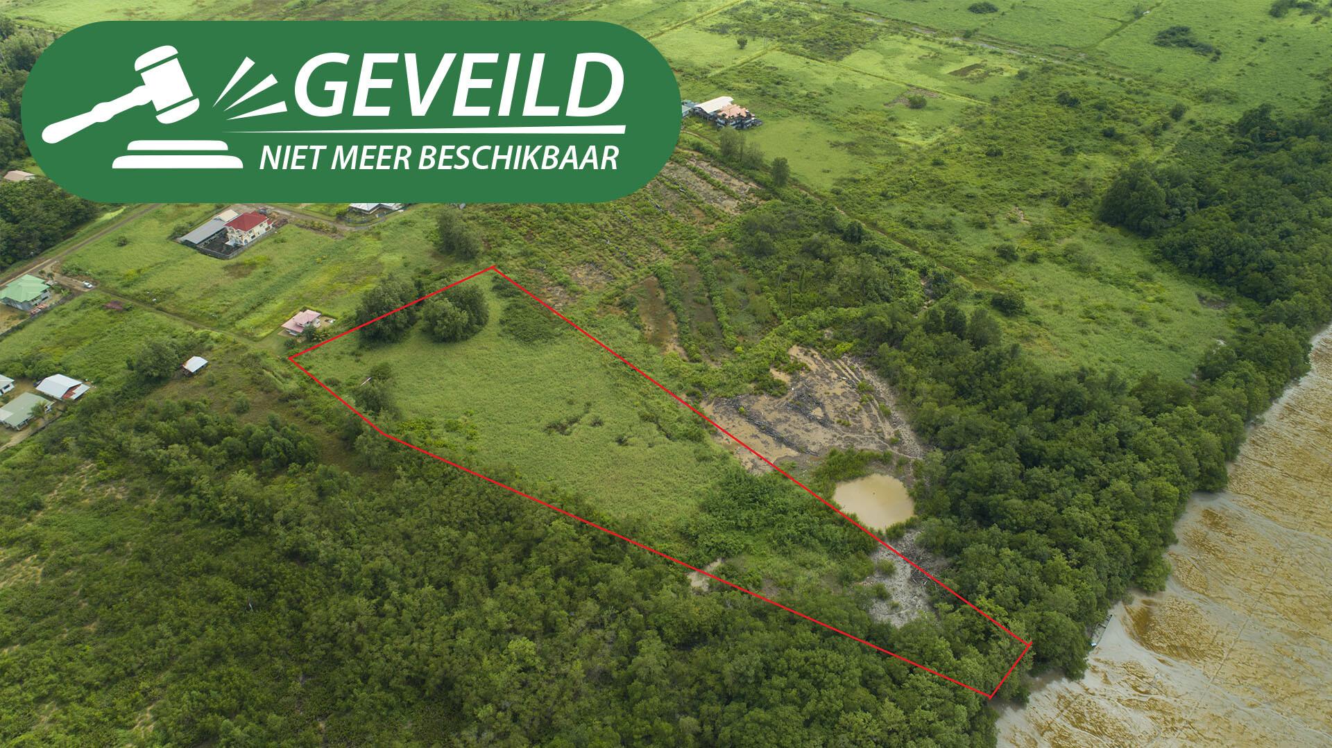 Trommstraat Purmerend 1 - Groot terrein grenzend aan de Surinamerivier - Surgoed Makelaardij NV - Paramaribo, Suriname