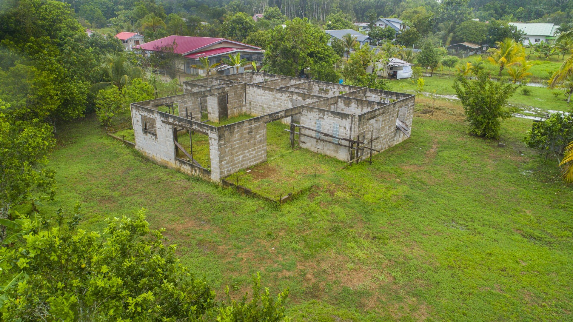 1e Pallisadeweg 7 - Lelydorp - Suriname - Surgoed Makelaardij NV