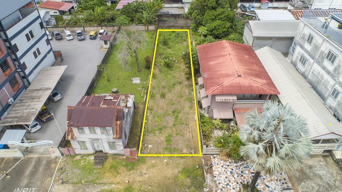 Hofstraat 140A - Zakelijk terrein in bruisende omgeving - Surgoed Makelaardij NV - Paramaribo, Suriname
